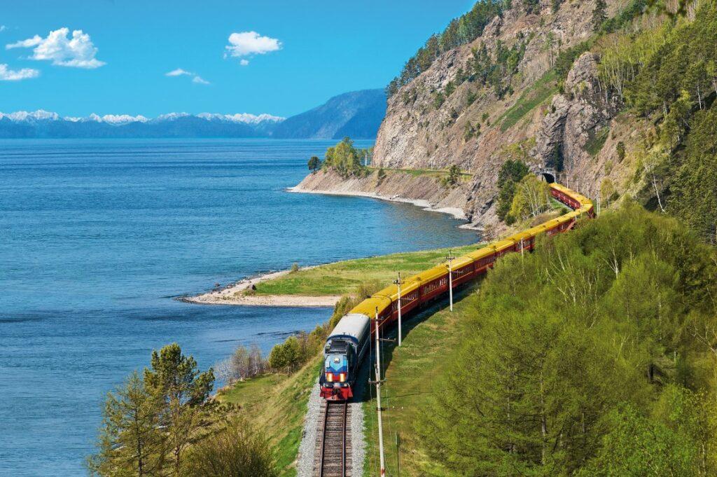 להרגיש כמו צארים לכמה ימים. נסיעה לאורך חופי אגם באיקל ברכבת הצאר גולד בנתיב הטרנס סיבירי
