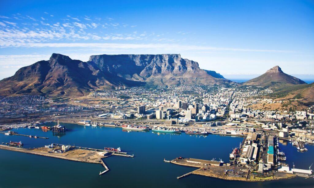 אפשר לפתוח שולחן על ההר. קייפטאון והר השולחן, דרום אפריקה
