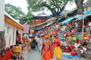 1280px-Ambubachi_Mela_at_Kamakhya_Temple_by_Vikramjit_Kakati (Small)