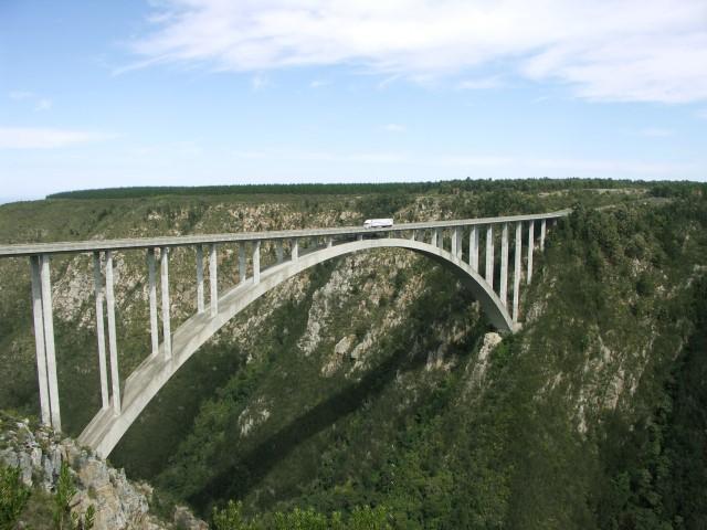 יש אנשים שאין להם פחד. bloukrans bridge bungee, דרום אפריקה