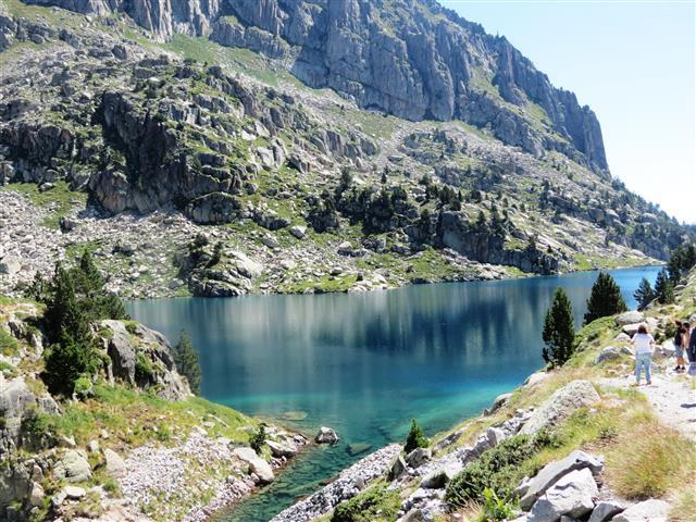 שווה את הנסיעה המפרכת. האגם העליון בפארק לאומי אגואס טורטס בפירנאים, ספרד