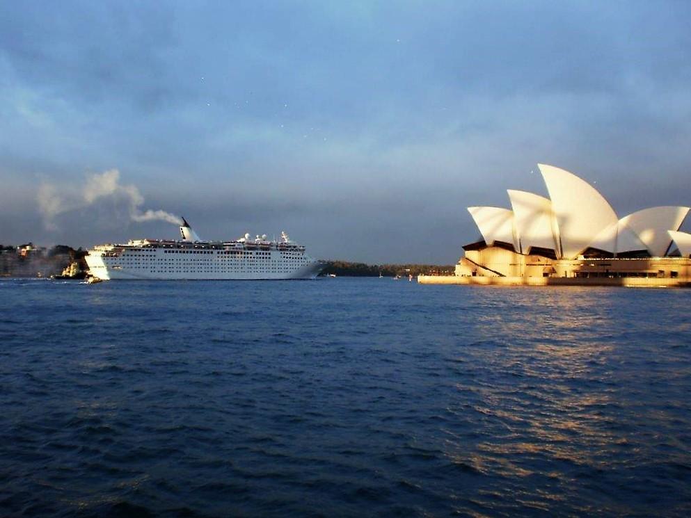 אומרים שהיא אחת הערים היפות ביותר בעולם. מבט מהים אל בית האופרה של סידני